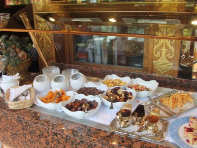 Naturresort Schloss Fernsteinsee reichhaltiges Frühstücksbuffet